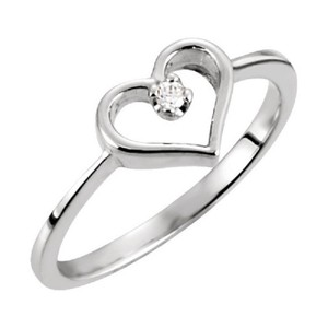 Apples of Gold DIAMOND SOLITAIRE HEART RING IN WHITE GOLD