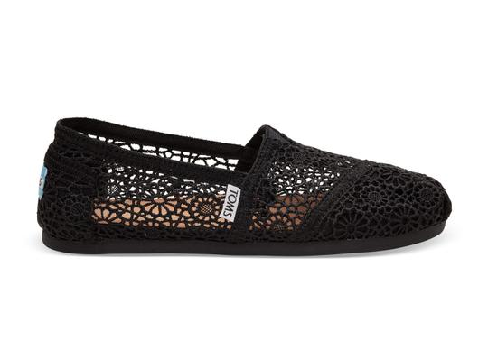 TOMS Slip On Comfortable Crochet Slippers Black Flats Image 1