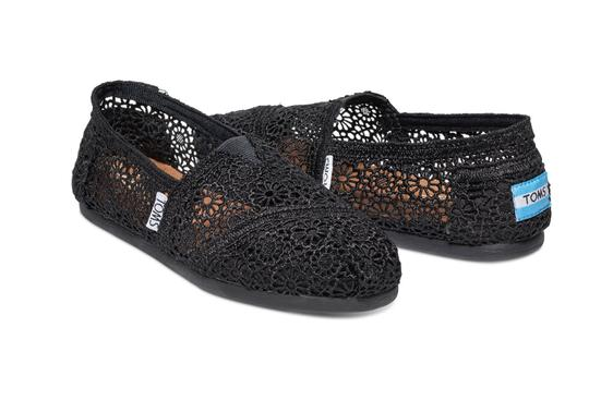 TOMS Slip On Comfortable Crochet Slippers Black Flats Image 2