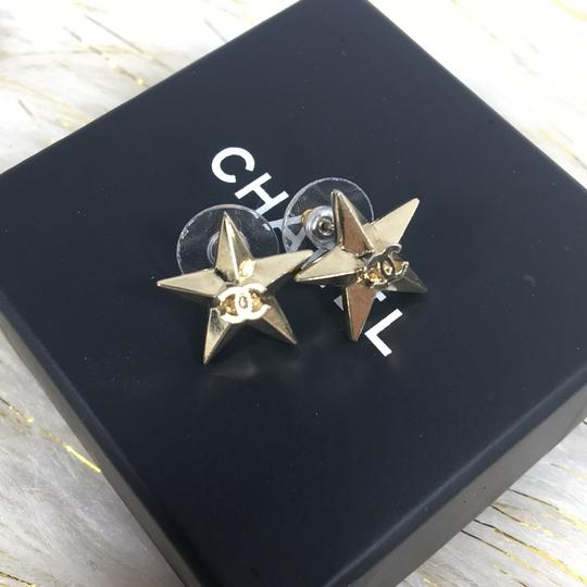 Chanel CHANEL CC LOGO STAR GOLD STUD EARRINGS Image 2