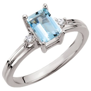 Apples of Gold OCTAGON FACETED AQUAMARINE AND DIAMOND RING IN 14K WHITE GOLD