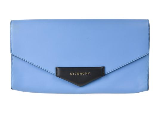 Preload https://img-static.tradesy.com/item/24189404/givenchy-a675-g-antigona-large-envelope-blackblue-leather-clutch-0-0-540-540.jpg