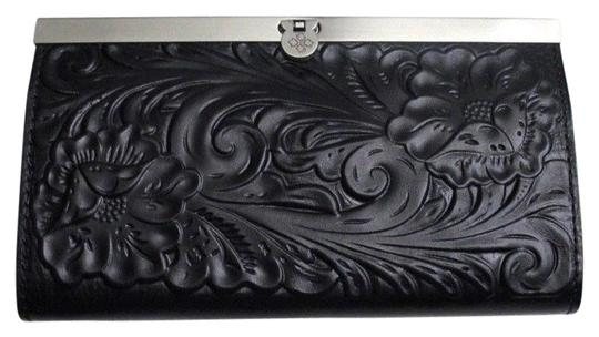 Preload https://img-static.tradesy.com/item/24189745/patricia-nash-designs-black-tooled-cauchy-leather-frame-clutch-p32907b-wallet-0-1-540-540.jpg