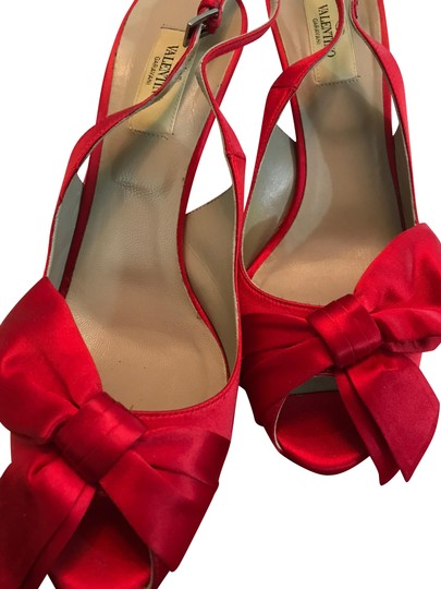 Preload https://img-static.tradesy.com/item/24189858/valentino-red-satin-bow-on-front-peep-toe-slingback-pumps-size-eu-395-approx-us-95-regular-m-b-0-1-540-540.jpg