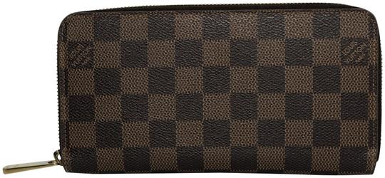 Preload https://img-static.tradesy.com/item/24189910/louis-vuitton-brown-damier-ebene-zippy-wallet-0-1-540-540.jpg