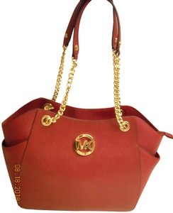 Michael Kors Jet Set Safflano Ship Priority Mail Tote in RED