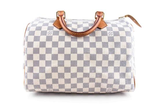 Preload https://img-static.tradesy.com/item/24192428/louis-vuitton-speedy-30-monogram-white-coated-canvas-shoulder-bag-0-0-540-540.jpg