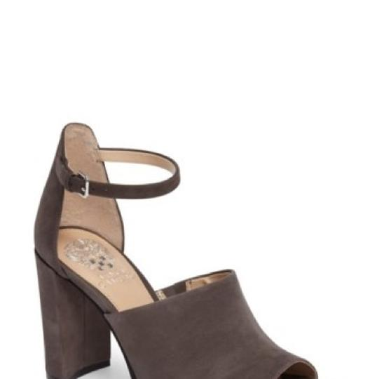 Preload https://img-static.tradesy.com/item/24192963/vince-camuto-chunky-heel-pumps-size-us-11-regular-m-b-0-0-540-540.jpg