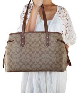 Coach Tote in khaki brown