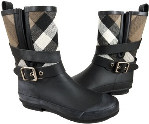 Burberry Fabric Lining Rubber Sole Pull On Wrap Around Buckle Detail Black/Beige Boots