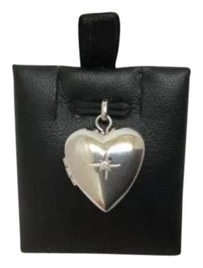 Preload https://img-static.tradesy.com/item/24197701/white-ladies-14k-solid-real-gold-heart-opening-locket-pendant-charm-0-1-540-540.jpg