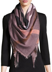 Burberry Burberry Relaxed Mega Check Square Scarf