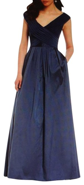 Item - Navy Blue Taffeta Fit And Long Formal Dress Size 14 (L)
