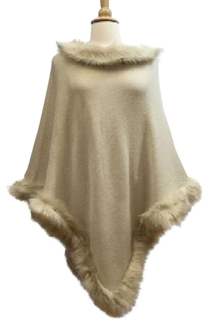 Item - Beige Fur Trimmed Wrap Poncho/Cape Size OS (one size)