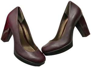 Kenneth Cole Reaction Burgundy Pumps