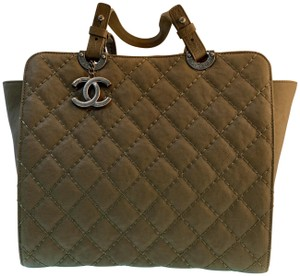 3f3d57722b29 Green Chanel Bags - 70% - 90% off at Tradesy (Page 4)