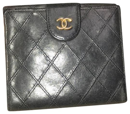 Preload https://img-static.tradesy.com/item/24209130/chanel-black-bicolore-lambskin-coco-leather-wallet-0-1-540-540.jpg