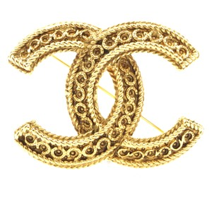 Chanel Rare CC logo engraved textured gold hardware brooch pin charm