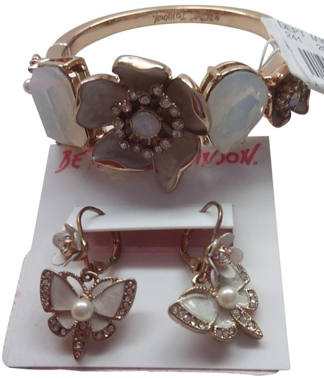 Preload https://img-static.tradesy.com/item/24210421/betsey-johnson-white-new-butterfly-bracelet-and-earrings-0-3-540-540.jpg