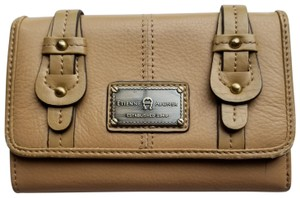 Etienne Aigner Wallet Tan leather outside Clutch