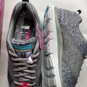 Sketchers Size 9.5 Women's New In Box Sneakers Gray Athletic