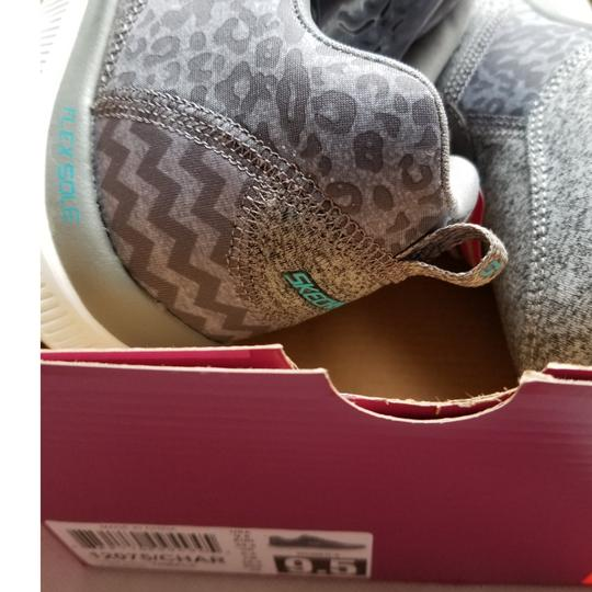 Sketchers Size 9.5 Women's New In Box Sneakers Gray Athletic Image 2