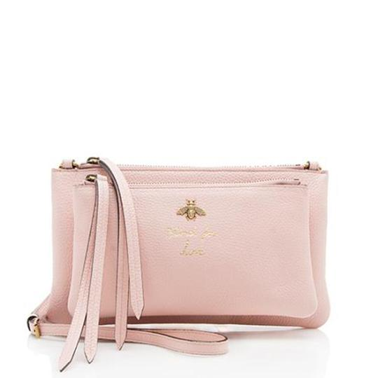 Preload https://img-static.tradesy.com/item/24214842/gucci-blind-for-love-bee-pink-leather-cross-body-bag-0-0-540-540.jpg
