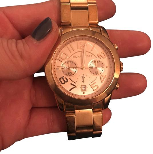Preload https://img-static.tradesy.com/item/24215515/michael-kors-rose-gold-watch-0-1-540-540.jpg
