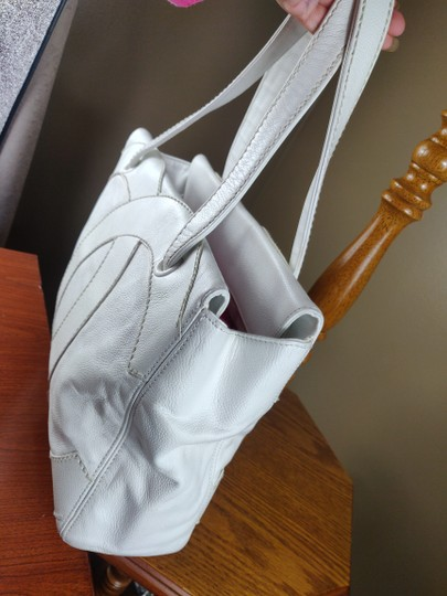 Chanel Tote in white Image 1