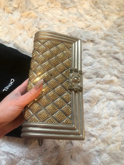 Chanel Tote in Gold Image 8