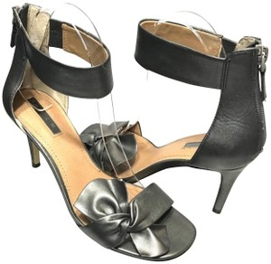 Tahari Bow Accent Ankle Strap Back Zip Closure Gray Sandals