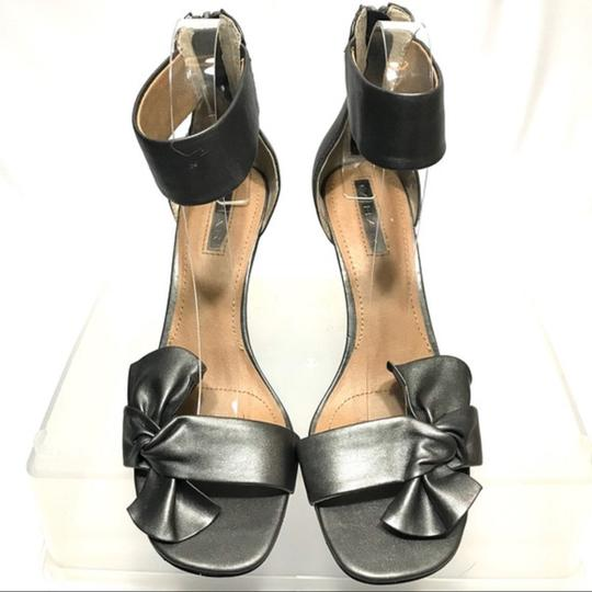 Tahari Bow Accent Ankle Strap Back Zip Closure Gray Sandals Image 6