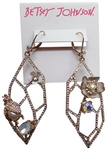 Betsey Johnson Betsey Johnson New White Flower Earrings