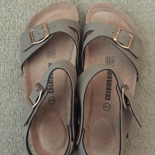 Cushionaire brown Sandals Image 1