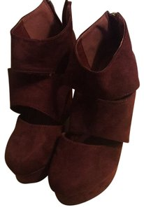 Mark and Maddux maroon Wedges