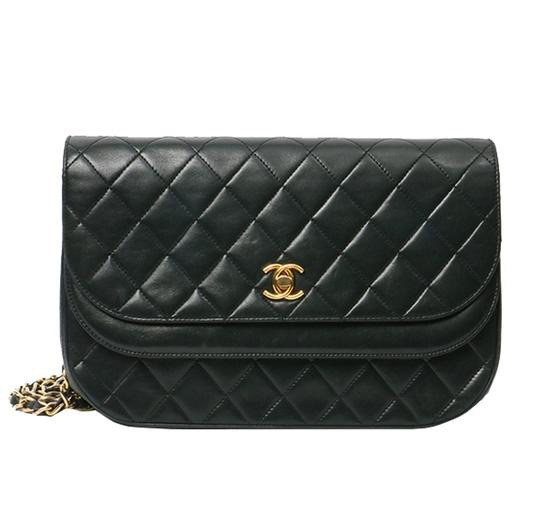 Preload https://img-static.tradesy.com/item/24219943/chanel-classic-vintage-quilted-double-flap-black-lambskin-leather-shoulder-bag-0-0-540-540.jpg