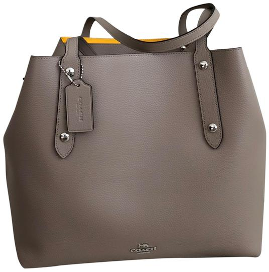 Preload https://img-static.tradesy.com/item/24220086/coach-market-polished-pebble-large-handbag-stonegray-leather-tote-0-1-540-540.jpg