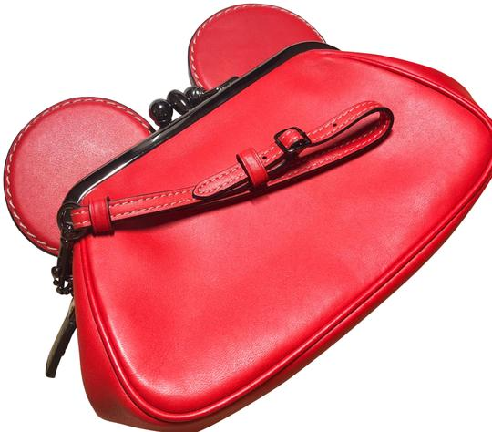 Preload https://img-static.tradesy.com/item/24220092/coach-1941-mickey-mouse-limited-edition-kisslock-red-handgloved-leather-clutch-0-1-540-540.jpg