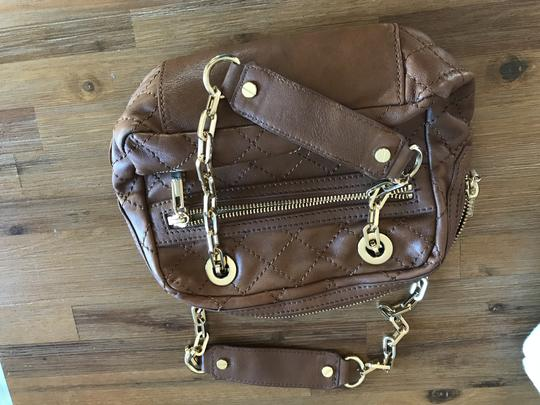 Preload https://img-static.tradesy.com/item/24220398/tory-burch-handbag-brown-leather-shoulder-bag-0-0-540-540.jpg