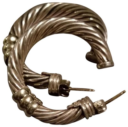 Preload https://img-static.tradesy.com/item/24220485/david-yurman-silver-and-gold-cable-34mm-earrings-0-1-540-540.jpg