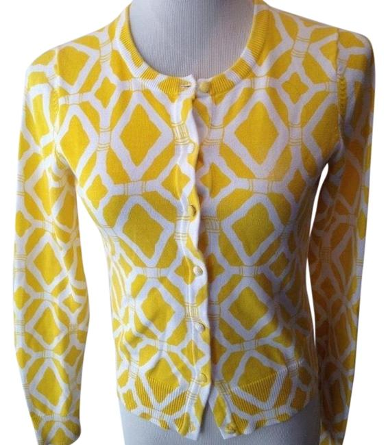 Preload https://img-static.tradesy.com/item/24220600/lilly-pulitzer-bamboo-cardigan-yellow-sweater-0-1-650-650.jpg