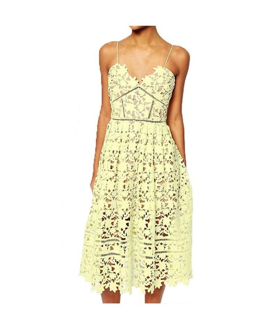 Item - Yellow Stunning Lace Like New Mid-length Cocktail Dress Size 6 (S)