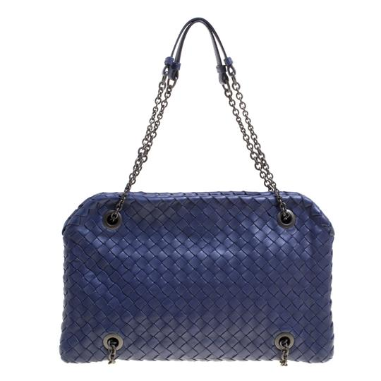 Preload https://img-static.tradesy.com/item/24221640/bottega-veneta-intrecciato-blue-leather-shoulder-bag-0-0-540-540.jpg