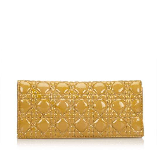 Preload https://img-static.tradesy.com/item/24222069/dior-cannage-chain-yellow-leather-x-patent-leather-clutch-0-0-540-540.jpg