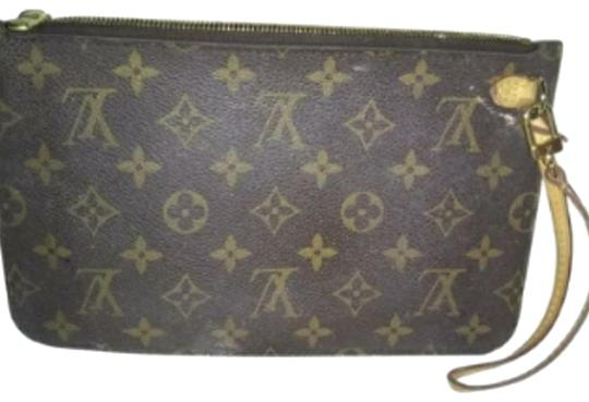 Preload https://img-static.tradesy.com/item/24222103/louis-vuitton-neverfull-mm-monogram-brown-leather-clutch-0-2-540-540.jpg