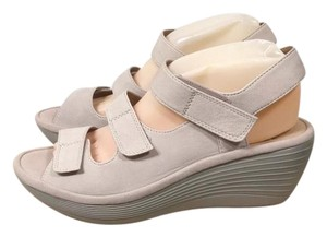 60fcd3f9ea4 Clarks Reedly Juno Leather Wedge 8.5w New Store Display Sandals Size US 8.5  Wide (C