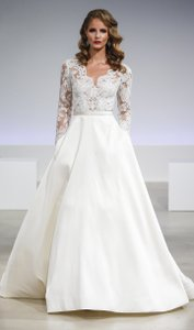 Anne Barge Ivory Lace/Silk Brooks Traditional Wedding Dress Size 8 (M)