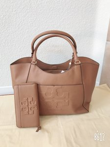 Tory Burch Bombe Bombe T East West Tote in Brown