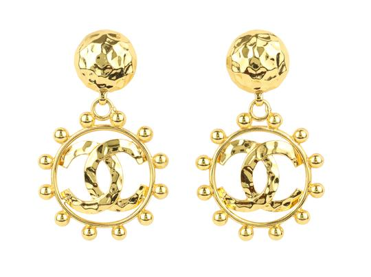 Preload https://img-static.tradesy.com/item/24234727/chanel-gold-hammered-cc-drop-earrings-0-2-540-540.jpg