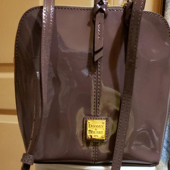 Item - Crossbody Taupe Patent Leather Tote